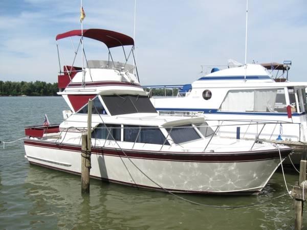 Photo 2839 MARINETTE FLYBRIDGE EXPRESS CRUISER - $12,500 (Louisville, Kentucky (Ohio River))
