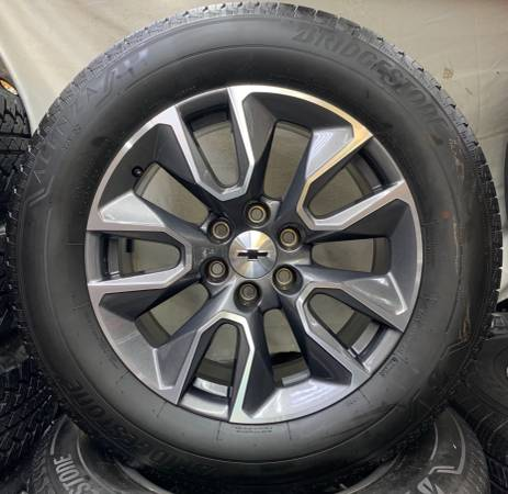 Photo CHEVY GMC Factory 20 inch Wheels with Bridgestone Tires - $1,675 (Owingsville)