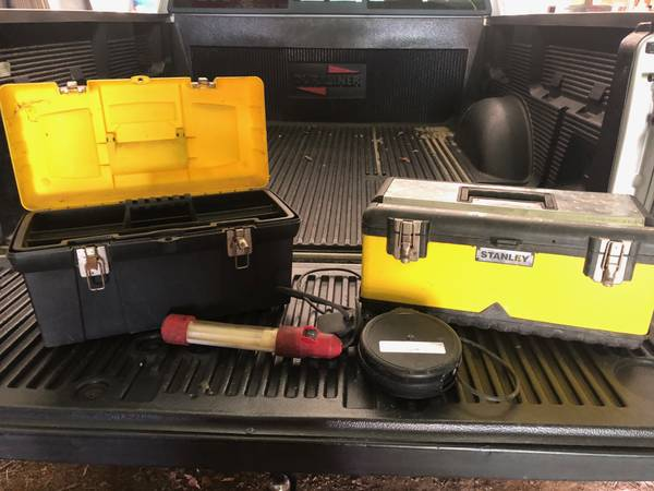 Photo Craftsman drop light and tool boxes - $30 (Mauckport, IN)