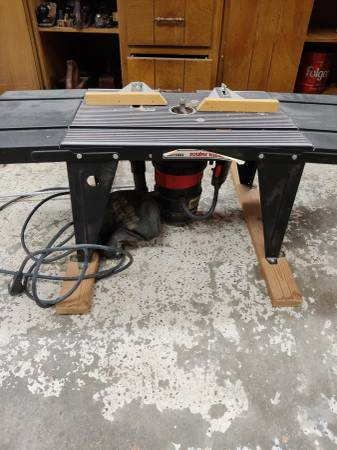 Photo Craftsman router table with craftsman router - $125 (Corydon)