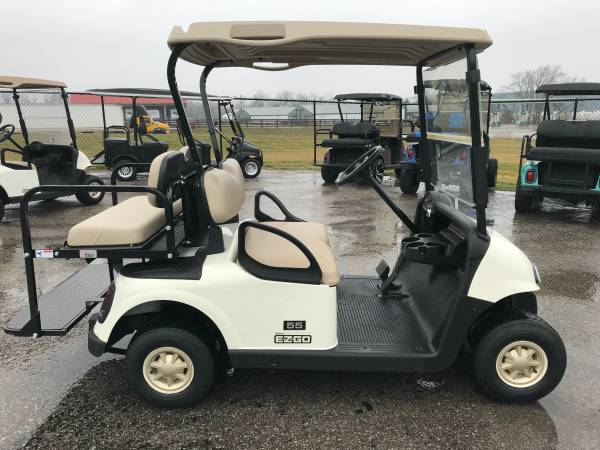 Photo EZGO electric 4 passenger golf cart with lights - $3085 (Lawrenceburg)