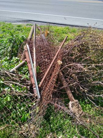 Photo Free Chain Link Fencing and Posts (Louisville)