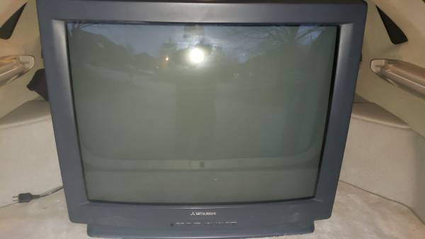 Photo Free Old-School 32quot Mitsubishi TV last chance (East End)