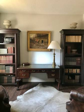 Photo High End Mahogany Hekman Desk - $500 (Lake forest)