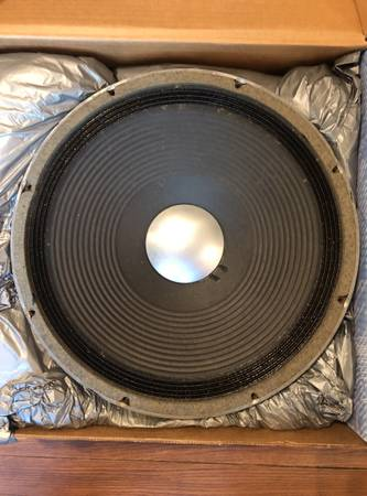 Photo JBL D-140F 15 Bass Speakers - $250 (Louisville  Jeffersonville, IN)
