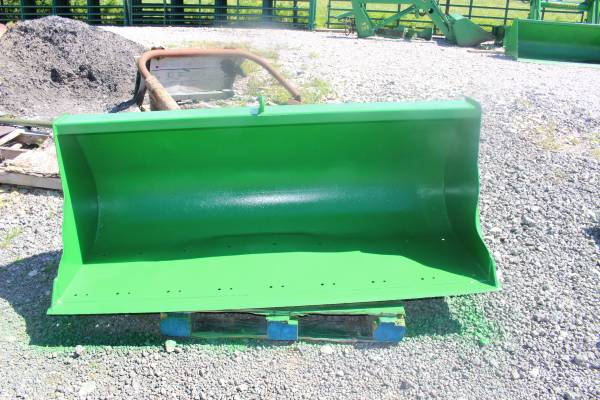 Photo John Deere 60quot Bucket for 640740 Style Loaders - $395 (New Castle , Ky)