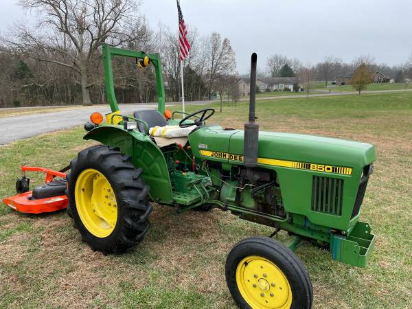 Photo John Deere 850 tractor wmowing deck, snow plow attachment  hay - $7,500 (Vine Grove)