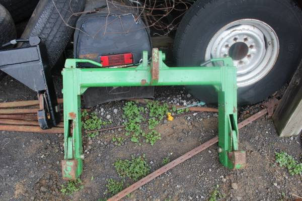 Photo John Deere Category 3 Quick Hitch - $500 (New Castle , Ky)