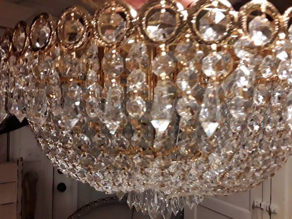 Photo Large Crystal Chandelier - $195 (Bardstown,Ky)