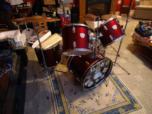 Photo Mark II 5 Piece Drum Kit w New Double Bass Pedal - $200 (Fairdale)