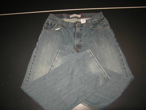 Photo Mens Levi39s 559 Blue Jeans 33x30 Relaxed Straight Leg Faded Wash Good - $20 (Floyds Knobs)