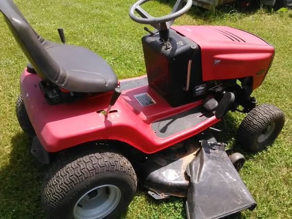 Photo Murray Riding Mower - $380 (Hodgenville)