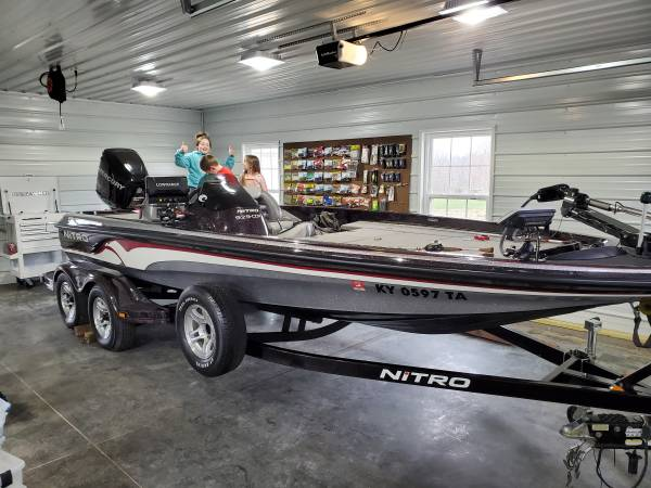 Photo Nitro Bass Boat 21 ft - $25500 (Hodgenville)