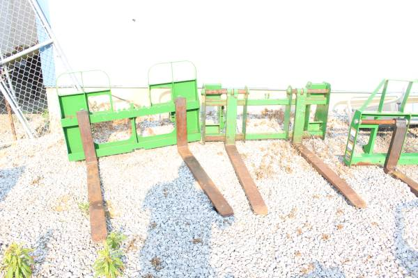 Photo Pallet Forks For John Deere 640725740 Style Quick attach Loaders - $900 (New Castle , Ky)