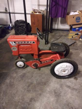 Photo Pedal tractor (metal) - $99 (SO. IN.)