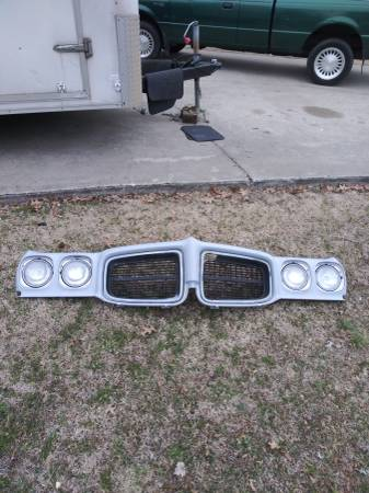 Photo Pontiac Lemans or Tempest front end - $99 (SO. IN.)