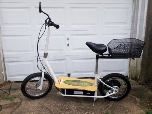 Photo Razor electric scooter like new - $400 (New Albany)