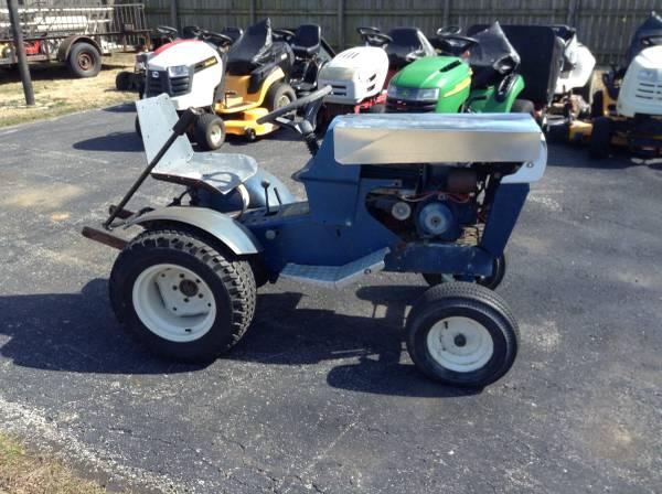 Photo Sears Garden Tractor SS12 - $450 (Jeffersonville, IN)