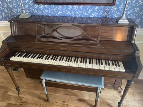 Photo Upright piano - free to good home (Floyds Knobs, Indiana)