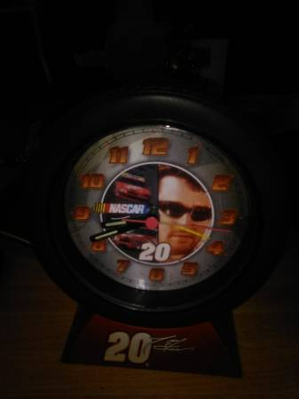 Photo Vintage Tony Stewart 20 tire rim clock - $10 (Louisville KY)