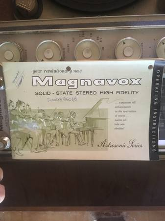 Photo Vintage stereo Console Magnavox Astrosonic series (louisville (rolling hills)