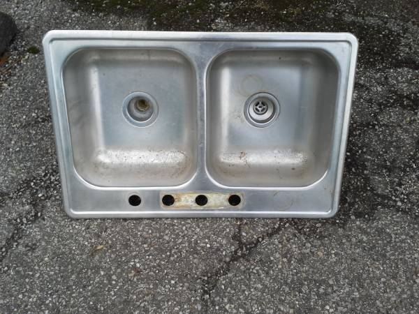 Photo stainless steel sink 22quotby 33quot 8quot deep with double trap - $35 (Highlands)