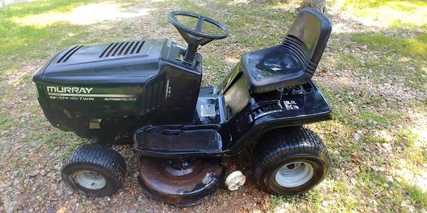 Photo 1999 Murray 42quot Lawn Tractor 17 HP - $200 (Roach)