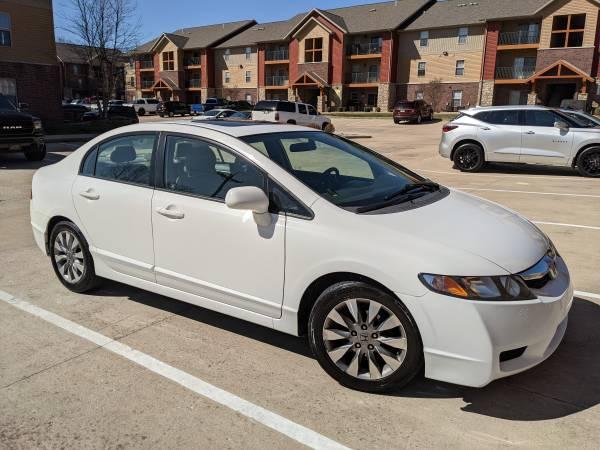 Photo 2009 Honda Civic - White - $5,500 (ST ROBERT)