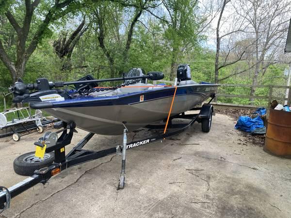Photo 2013 tracker pro 175 - $1 (Waynesville)