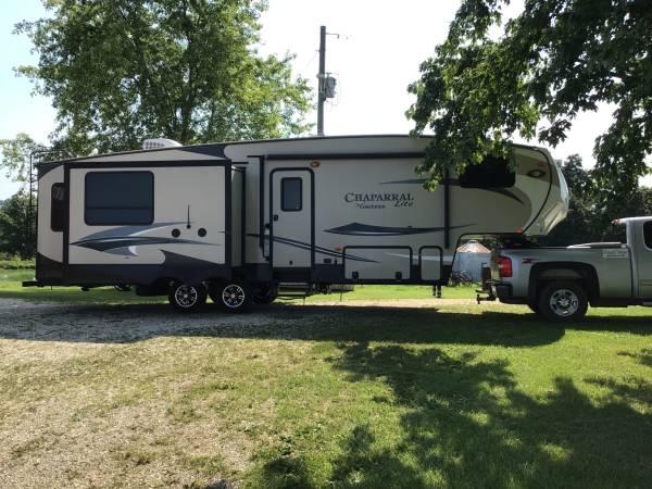 Photo 2016 Coachmen Chaparral 29MKS Lite 5th wheel - $22,500 (Huntsville, MO)