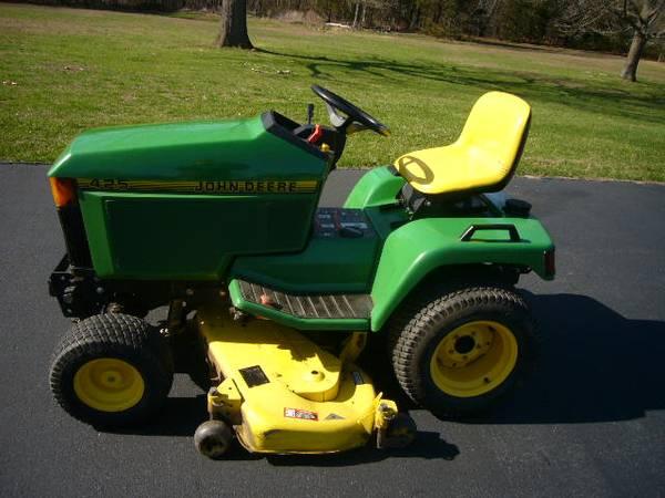 Photo 425 John Deere Lawn Tractor - $4,500 (Iberia)