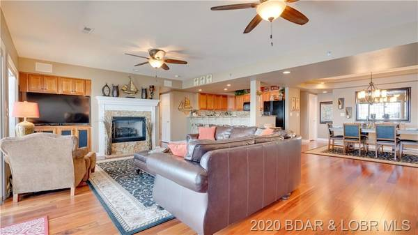 Photo $540,000  4br - Stunning end unit located at Lighthouse Pointe here in Lake of the Oza... 4 Beds