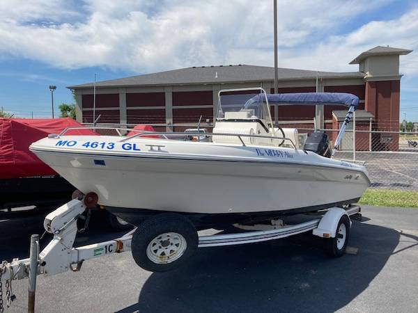 Photo 95 Sea Ray 18 Laguna Center Console - $8499 (Surdyke39s Boat Depot)