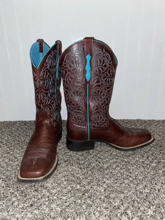 Photo Ariat Boots - $100 (Warsaw)