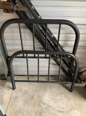 Photo Black metal twin bed frame - $40 (Climax Springs)