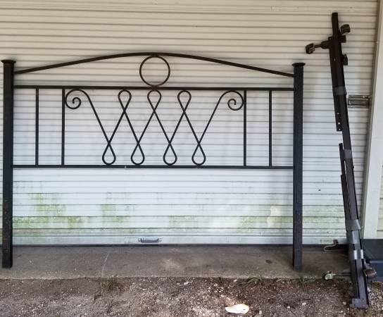 Photo Bronze Colored Wrought Iron Head Bed Post (King Size ) - $30 (Linn Creek)