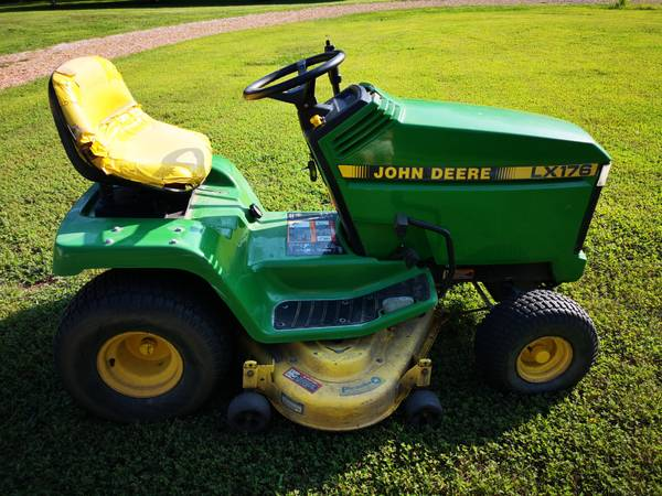 Photo John Deere LX176 Riding Lawn Tractor - Runs but Idles Rough - $400 (Warsaw)