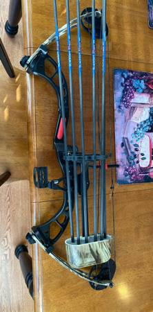 Photo PSE Chaos youth compound bow - $250
