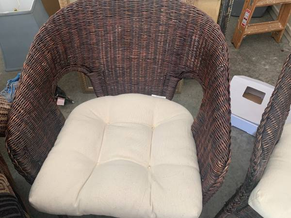 Photo Two wicker chairs with off white cushions - $40 (Sunrise Beach)