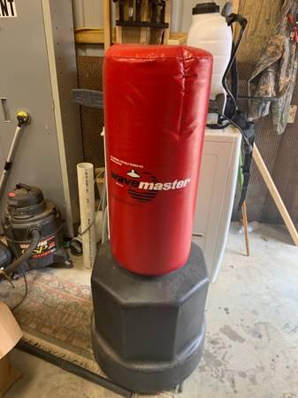 Photo Wavemaster punching Bag with base.. need gone ASAP - $150 (Camdenton)