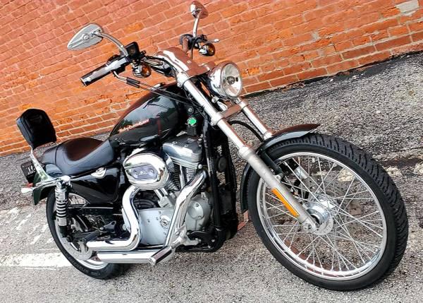 Photo 2006 Harley Davidson Sportster xL 883 C - $3,999 (O39fallon, MO)