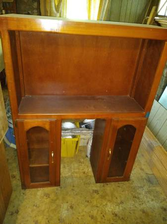 Photo cabinet upper unit w glass doors 42quot - $55 (Forsyth)