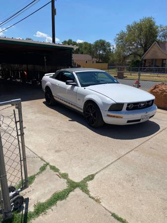 Photo 05 mustang convertible - $4300 (Lubbock)