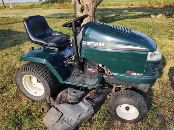 Photo 2001 Craftsman GT3000 Garden Tractor - $600 (Petersburg)