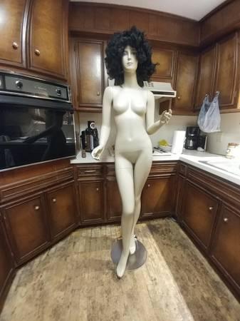 Photo Female mannequin - $200 (Lubbock 773-8922)