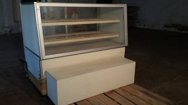 Photo LIGHTED BAKERY DISPLAY CASE (North Texas)