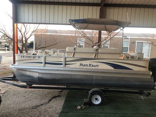 Photo Pontoon boat for sale - $13,500 (Gail)