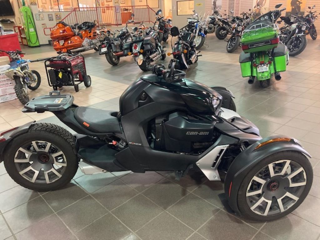 Photo Used 2020 Can-Am Trike Motorcycle  $10999