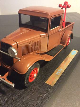 Photo 118 Scale - DieCast 1934 Ford Pick-Up Tow Truck - $40 (Lynchburg)