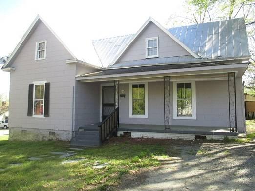 Photo 1407 Fort Manor Drrooms  shares 1 bed 1 bath home 1 car garage (Lynchburg, VA)